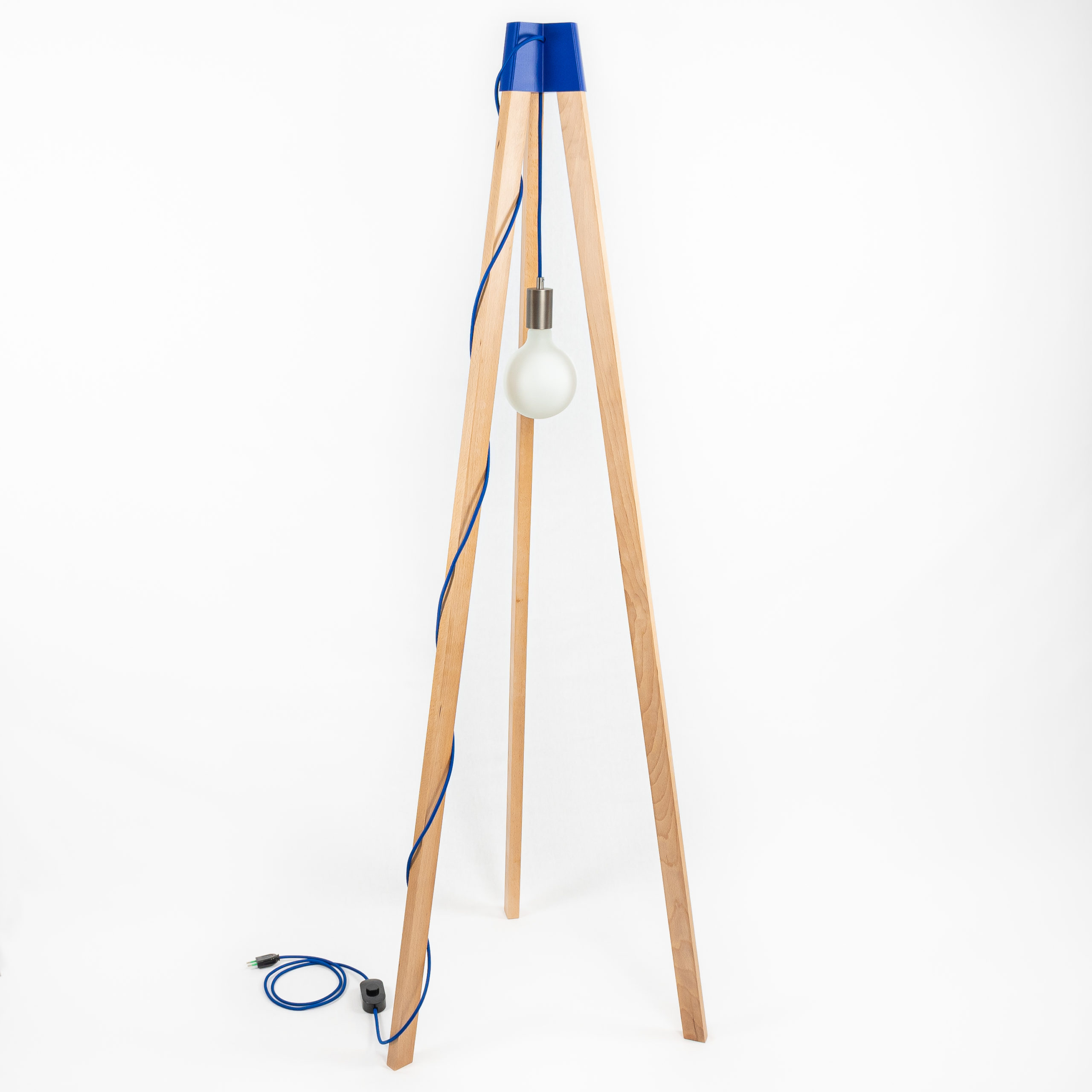 Photo lampe trépied Tipi, conception et fabrication @La Fabrique du Ciel Bleu, format carre